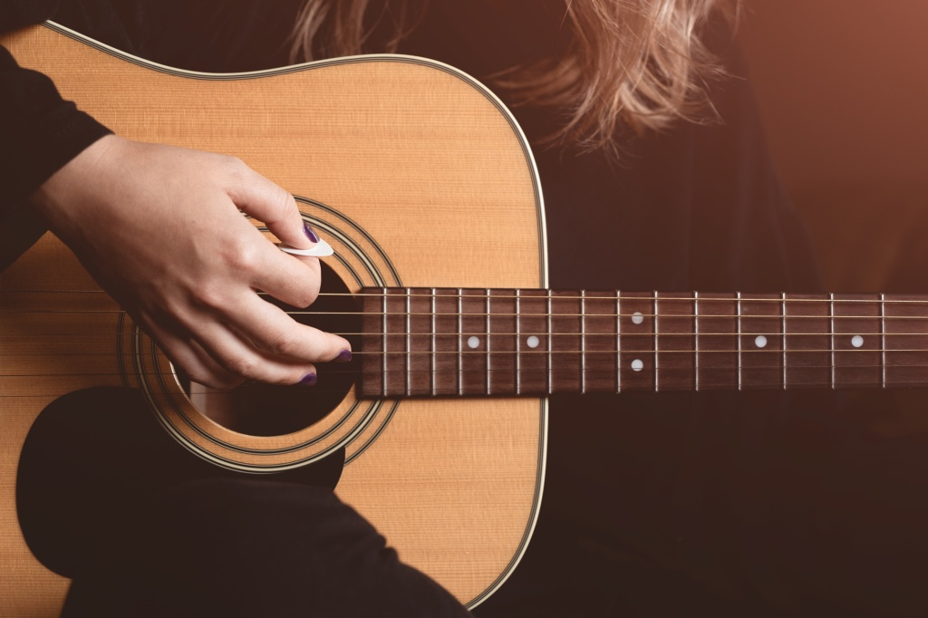 Folk Music, Female Acoustic Guitar Performer, Finger Picking Techniques, Acoustic Guitar, Vocals, Singing, Solo Singers, Pop Music, Memories,